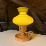 Elektrisk fotogenlampa med grön kupa och träfot Retrolux antik