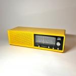 Gul avlång bords Radio i hård plast Violetta ITT Schaub Lorenz i antik retro kök